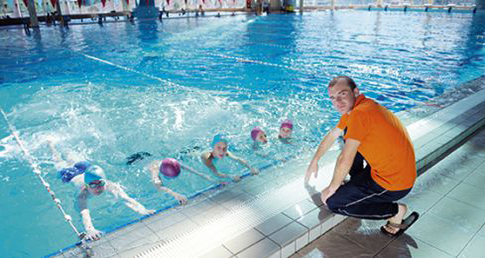Access helpful resources for primary school teachers to improve school swimming