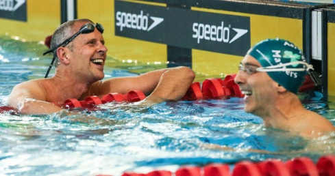 Masters swimmers smiling. Find out how you can get into Masters Swimming