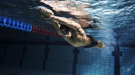Man practising the breaststroke screw kick.