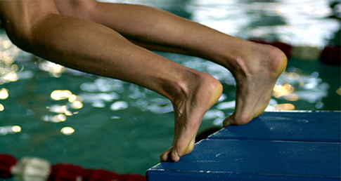 Avoiding foot cramp when swimming