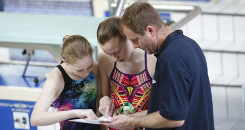 Diving clubs page shows diving coach chatting with students.