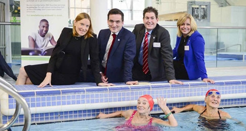 Tracey Crouch supports dementia friendly swimming project