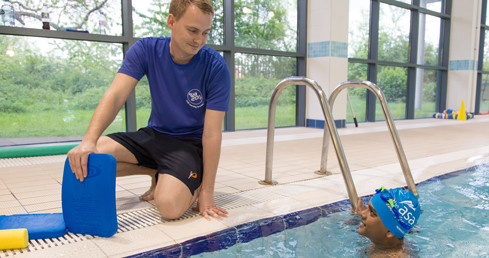 Picture of swimming teacher with child. Used for ASA Tutor Training Programme 2016 application page