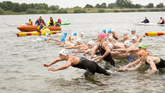 Burnell and Huskisson win elite races at 2016 Great East Swim