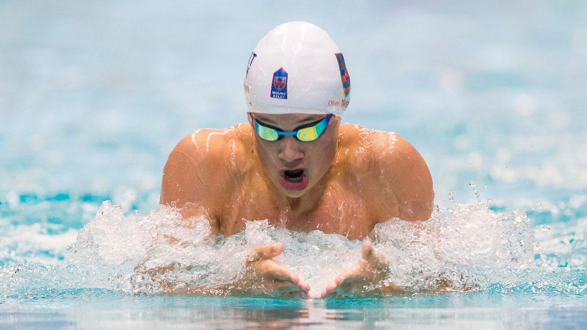 Ollie Taverner swimming breaststroke