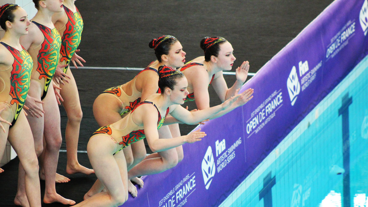 The Great Britain team diving in for their Team Free performance at the 2018 French Open