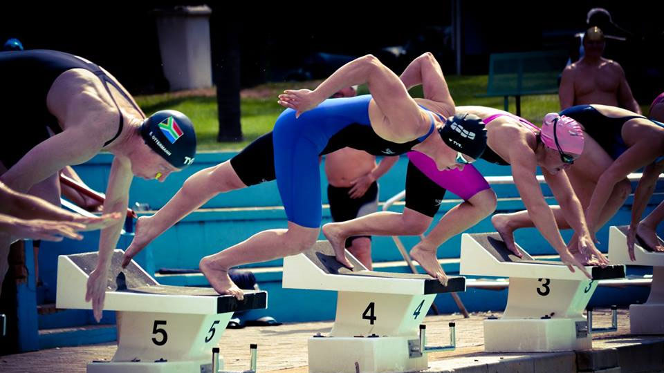 Swimmer diving into a pool at the South African Masters 2018