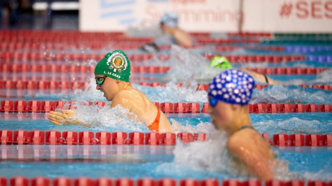 Laura Le Cras battles for breaststroke title