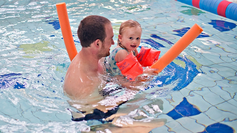 7 ways to support your child through their swimming lessons