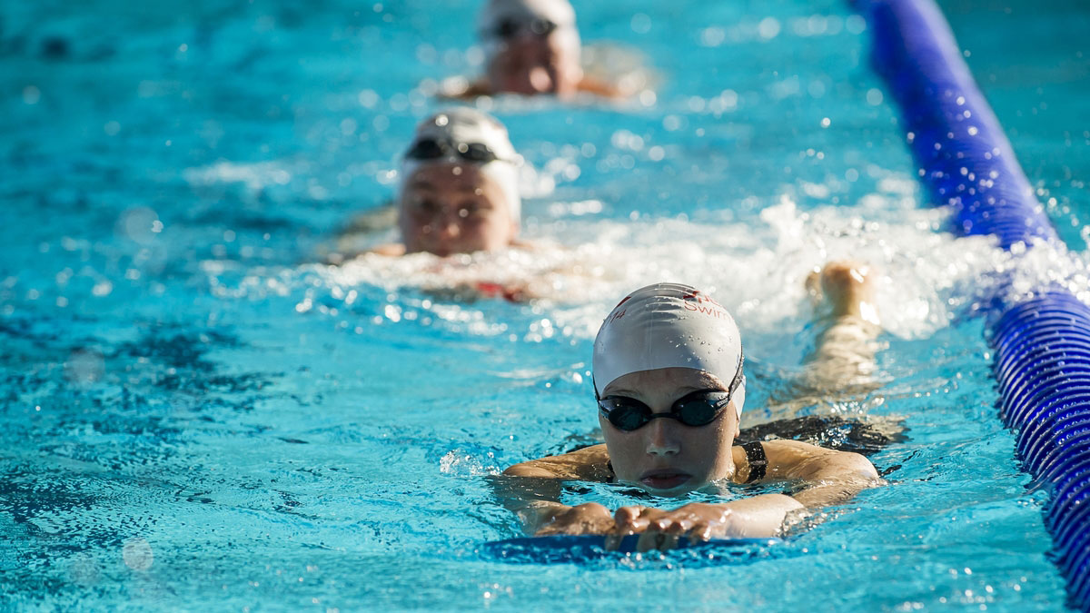 4 adult swimming aids to help you learn