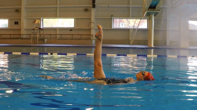 Ballet Leg Single image used for guide to England synchro routine grade 3.
