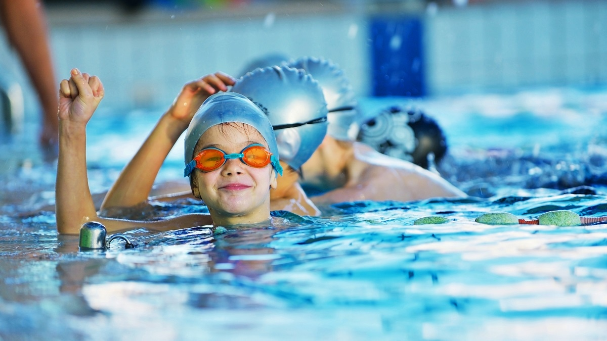 How to Swim For Beginners - wikiHow