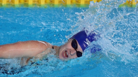 Hannah Russell claims second gold in Sheffield