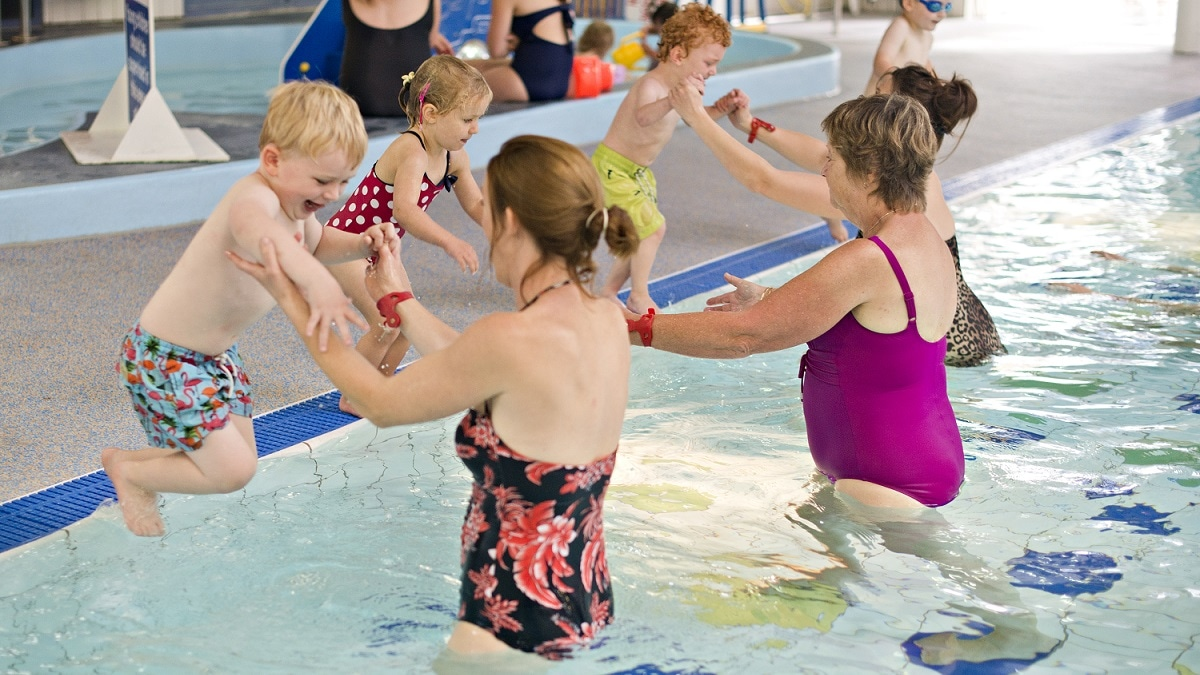 Fun swimming pool games for the family for the Summer holidays
