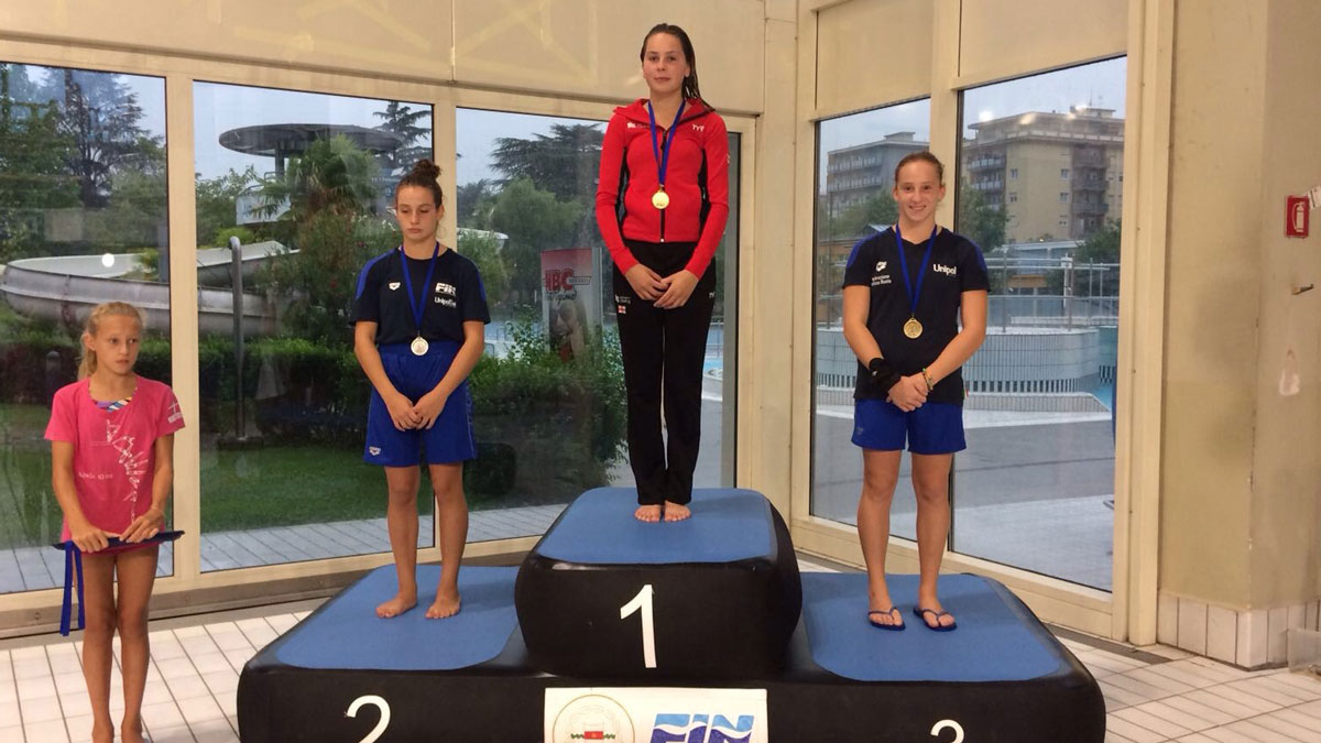 Amelia Connolly stands on top of the podium at the 2017 Mediterranean Cup diving