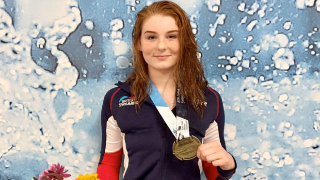 Freya Anderson lands World Junior gold over 100m Free