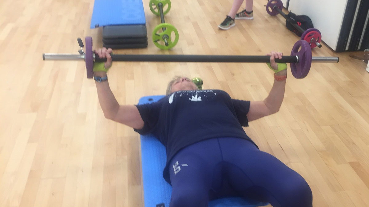 Val Thorpe performing a bench press