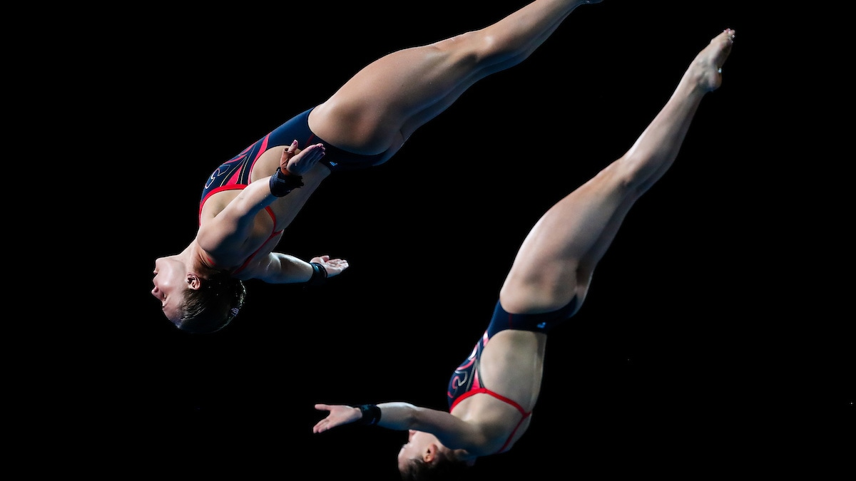 Robyn Birch and Lois Toulson synchro diving at the Gold Coast 2018 Commonwealth Games