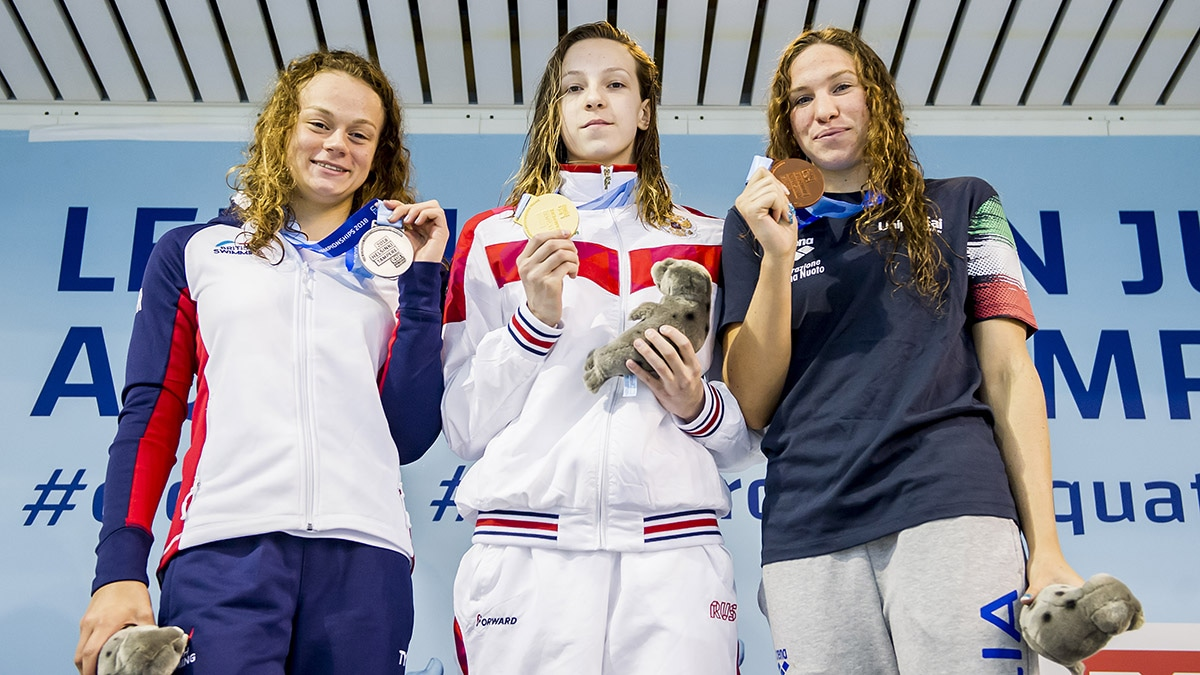Lauren Cox won silver in the 50m Backstroke at the European Junior Swimming Championships 2018