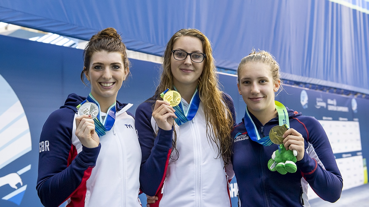 Applegate smashes own world record on golden night for Great Britain