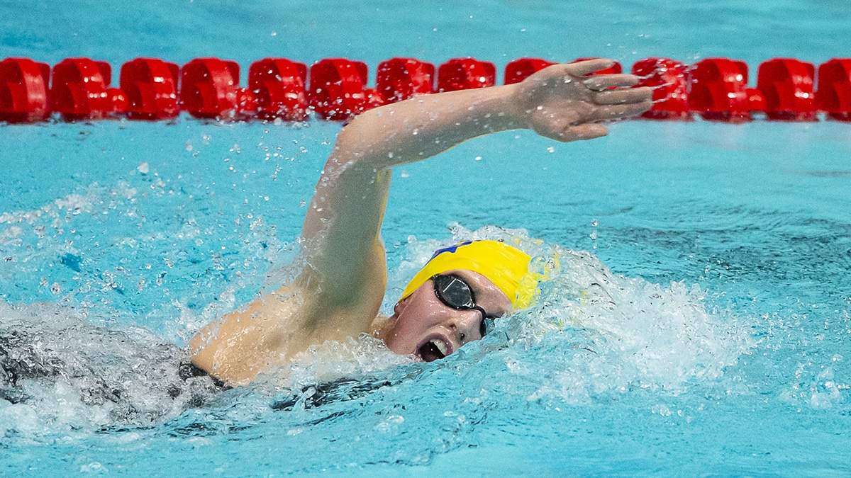 Crisp swim from Leah as she shatters personal best to take gold