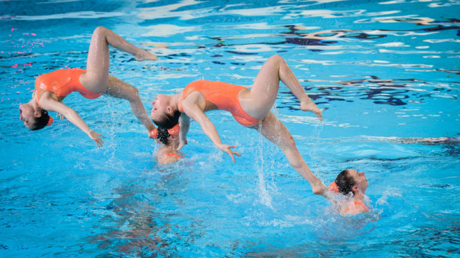 What are the health benefits of synchronised swimming?