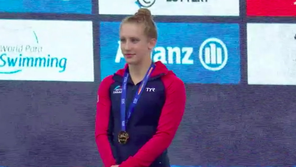 Louise Fiddes on the podium at the World Para Swimming Championships