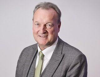 Mike Farrar steps down as chairperson of Swim England board