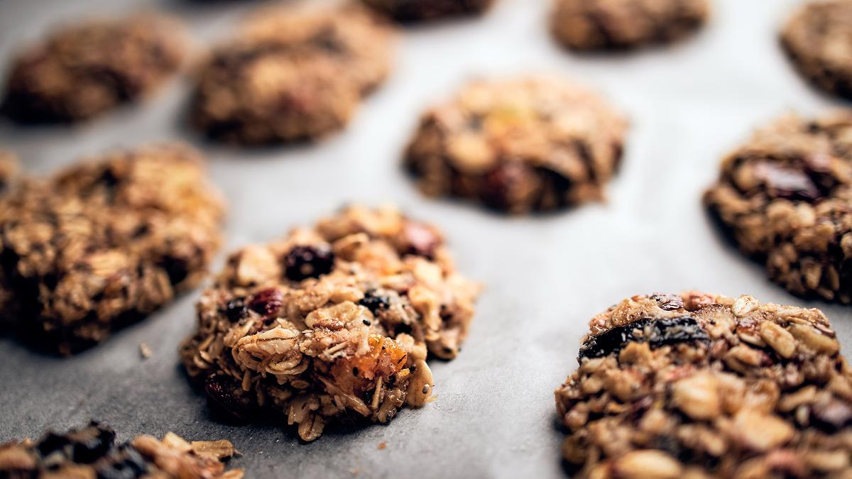 Recipe: Fruit and nut breakfast cookie