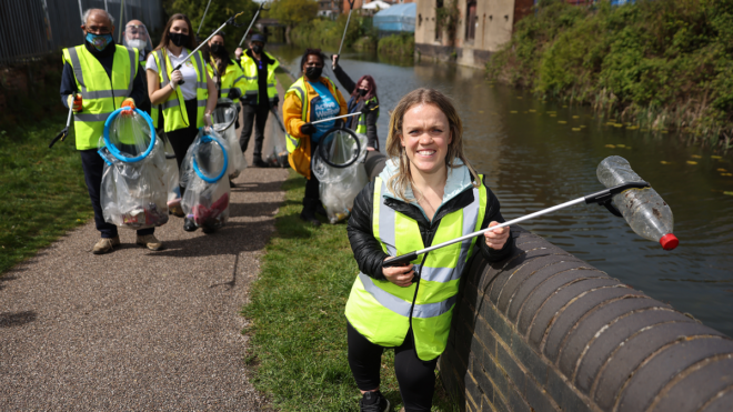 Ellie Simmonds joins volunteers as Birmingham 2022 applications open