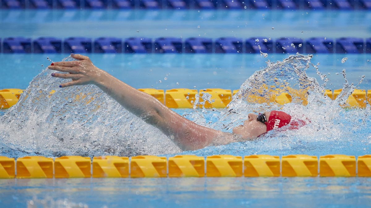 Hannah Russell on her way to gold in the Women's S12 100m Backstroke final at the Tokyo 2020 Paralympic Games